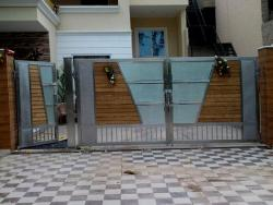stainless steel door and wood strips design with glass insert in main gate