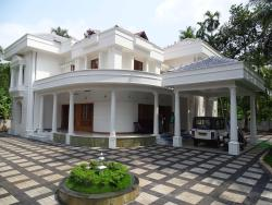 Bunglow design by Lloyds Architecture, Calicut