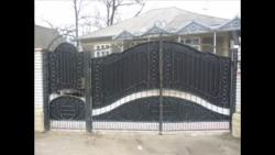 Main gate design in steel with safety door in side
