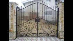 Main gate design in steel with fiber sheet for safety