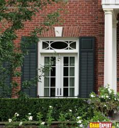 Window design with straight line transom in white color