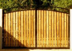 iron gate design with wooden strips