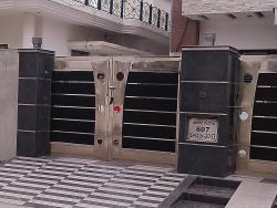 Gate Design in steel and dark color wooden batons