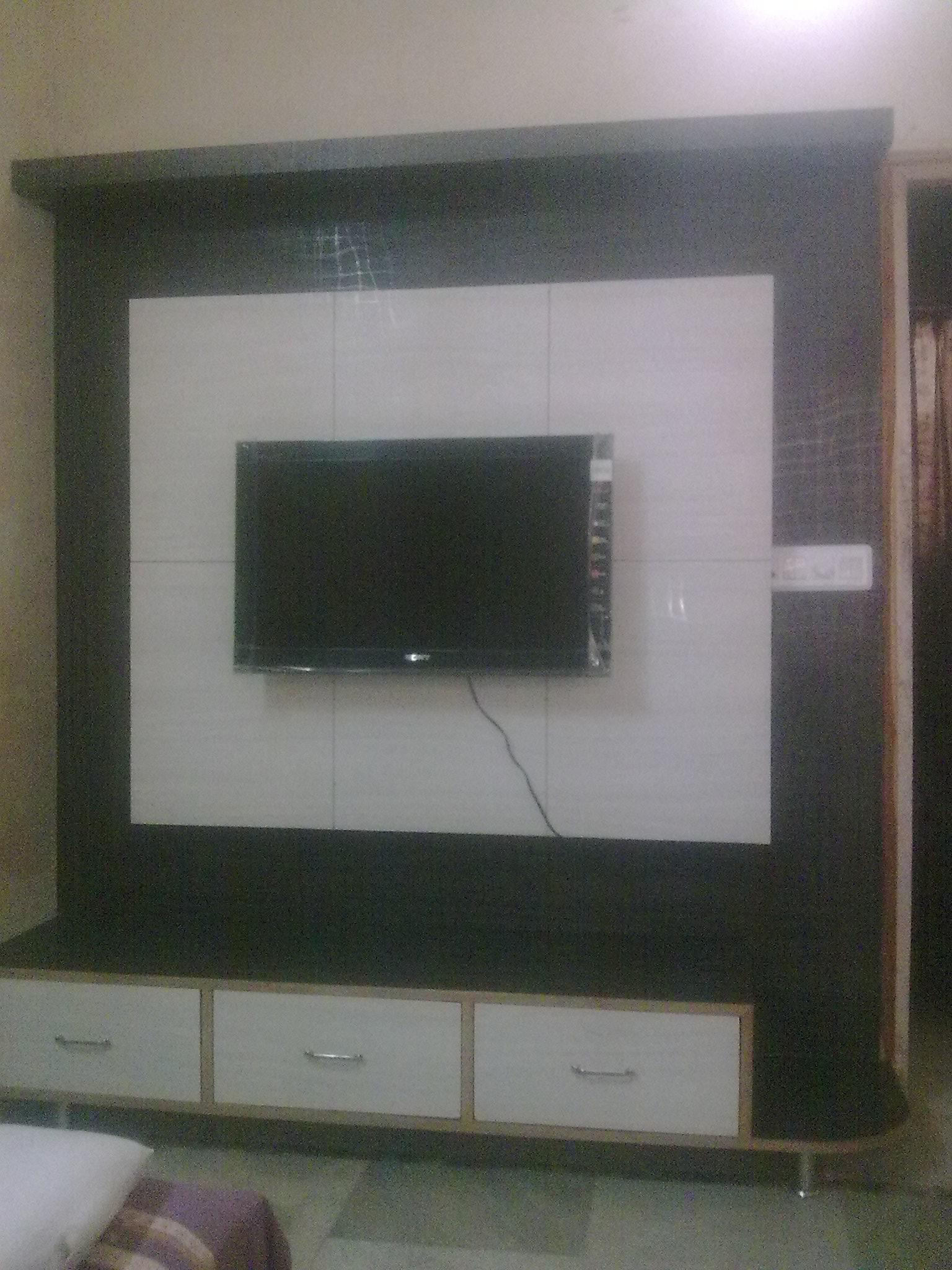 LCD wall unit with 3 drawer st....