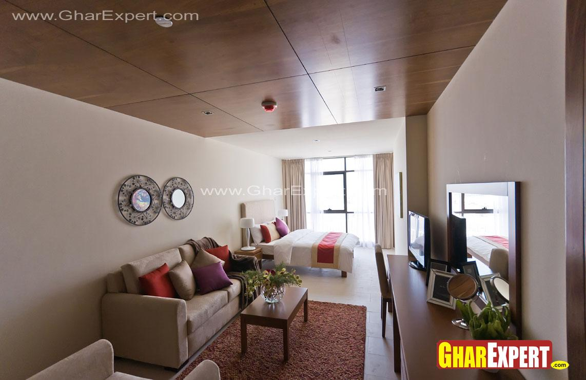 Large and spacious bedroom wit....