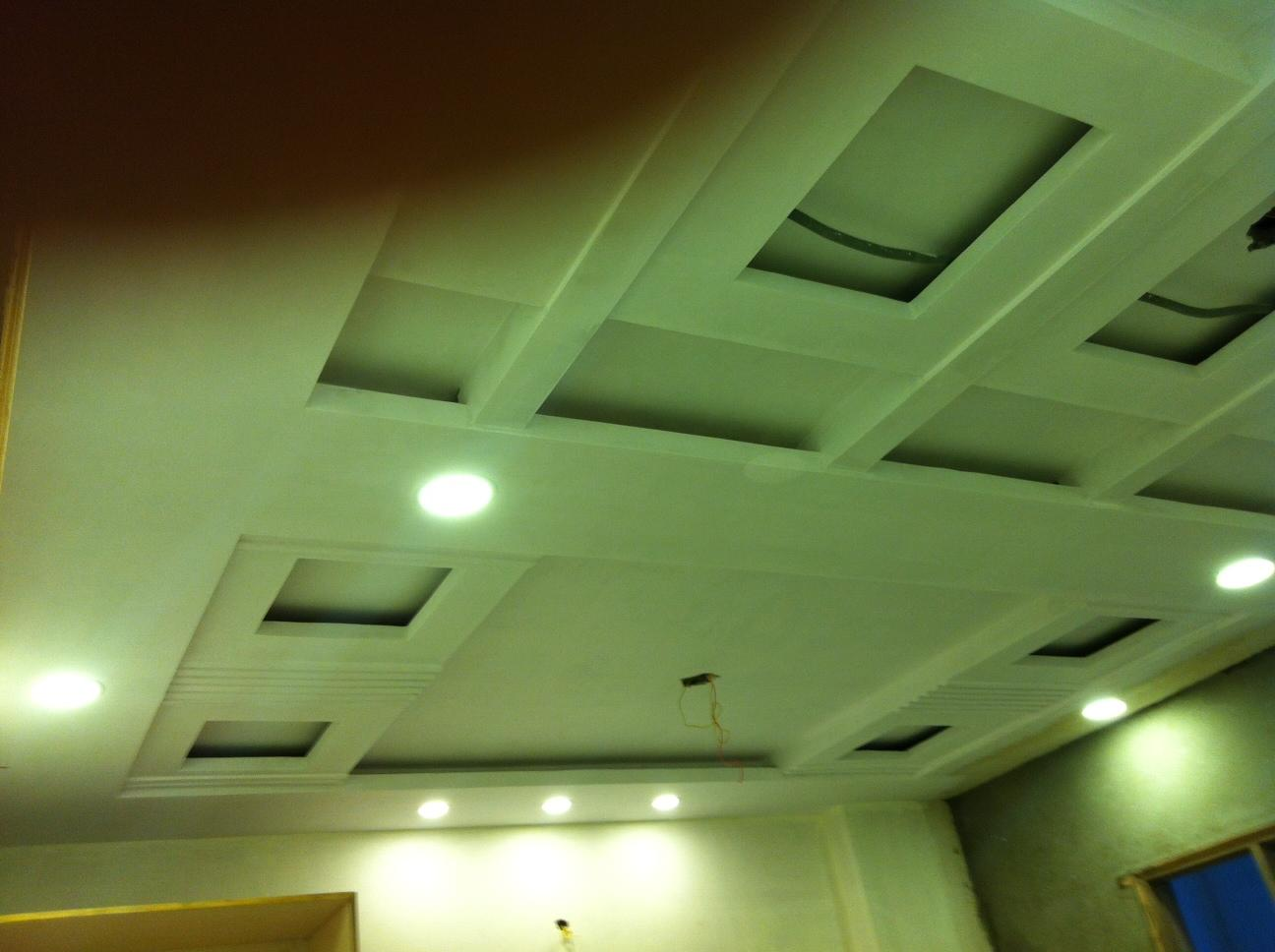 bedroom ceiling with boxed des....